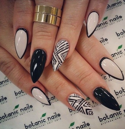 2-Pointed-acrylic-nail-designs