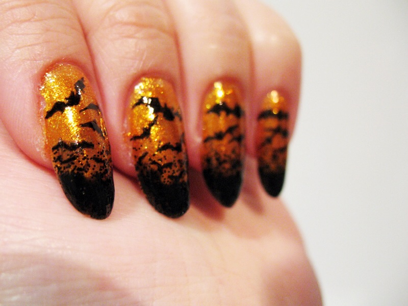 4-Bats-halloween-nail-ideas